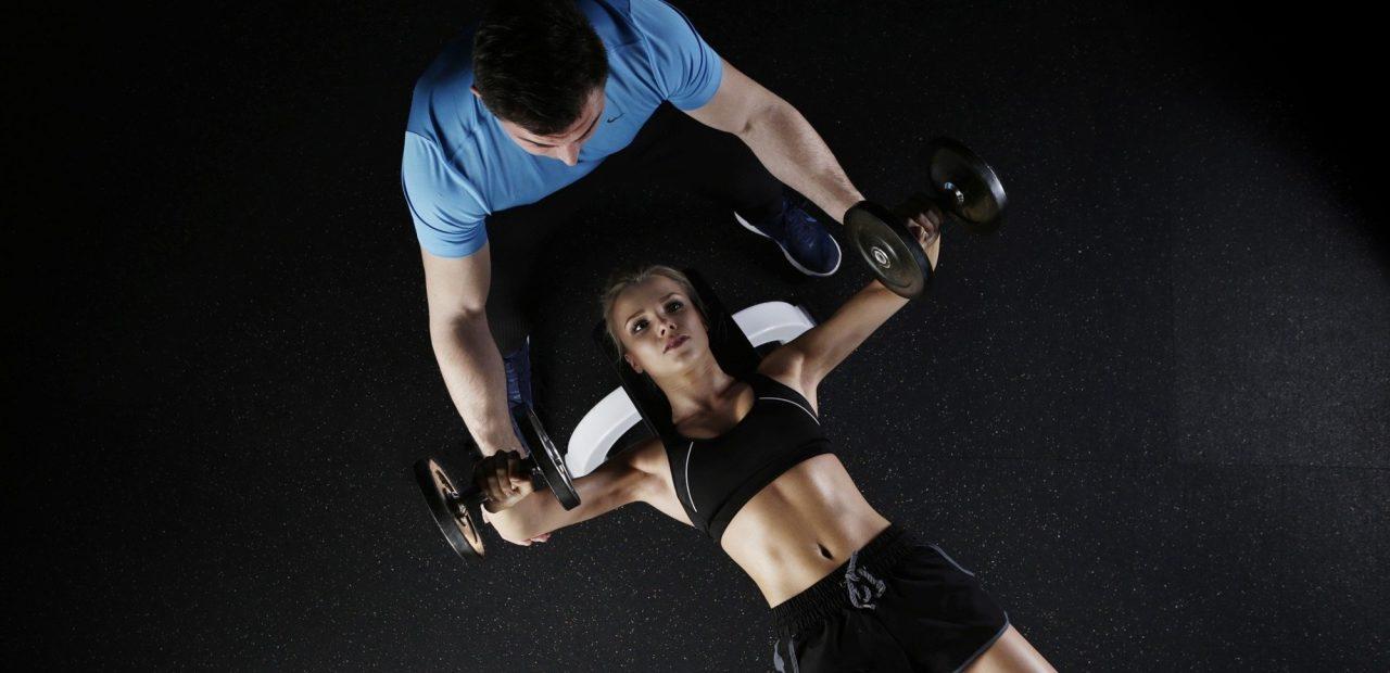 cómo quemar grasa ganar musculo ejercicio salud pesas fitness