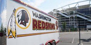 El equipo anteriormente conocido como los Washington Redskins se llamará temporalmente el 'Equipo de futbol de Washington', e incluso LeBron James les hace burla por la falta de creatividad