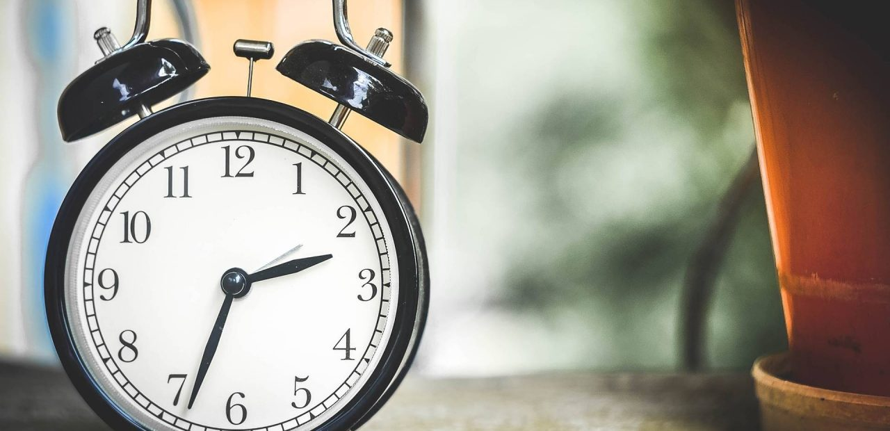 reloj despertar temprano