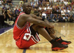 La camiseta que Michael Jordan recibió el día que firmó con los Bulls de Chicago será subastada en diciembre
