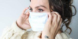 Si el cubrebocas ya es parte de tu outfit, evita que se maltrate tu piel por el uso frecuente con estos consejos