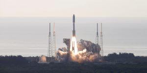 NASA lanza con éxito el vehículo de exploración Perseverance –su misión es buscar señales de vida pasada en Marte