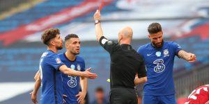 Los futbolistas en Inglaterra serán expulsados y posiblemente enfrentarán cargos penales si tosen a sus rivales durante los partidos