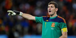 """Iker Casillas """"cuelga los guantes"""" y se retira oficialmente del futbol profesional"""