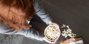 Cómo dejar de botanear: 3 maneras de reducir tus visitas a la cocina