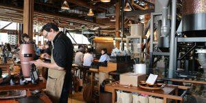 He sido barista de Starbucks durante 8 años. Trabajar en la cadena de café a veces se siente como un experimento social