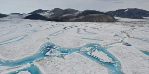 La última plataforma de hielo completamente intacta de Canadá colapsó repentinamente — y formó un iceberg del tamaño de Cuajimalpa