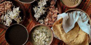 Aprende a cocinar un platillo tradicional mexicano con estas Experiencias en línea de Airbnb