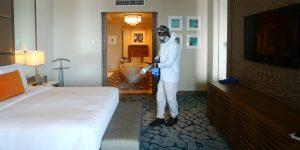 El riesgo de contraer Covid-19 en una habitación de hotel es muy bajo si se limpia adecuadamente, dicen los expertos
