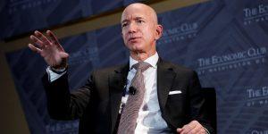 """La """"regla de las 2 pizzas"""" ha ayudado a Jeff Bezos a liderar Amazon y a convertirse en el hombre más rico del mundo: así funciona su secreto mejor guardado"""