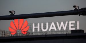 Estados Unidos endurecerá restricciones a Huawei — no podrá usar software ni equipo fabricado en su país