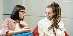 Si quieres mejorar la comunicación, trabaja en tus habilidades de escucha activa: así es como puedes lograrlo