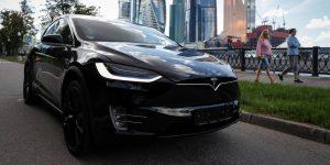 Tesla quiere evitar que los niños se queden atrapados en autos mediante un sensor que usa tecnología de radar