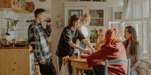 5 reglas que debes seguir al compartir la renta con un roomie —y que puede ayudar a quitarle presión a tus finanzas