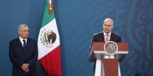 ¿Quién es David León Romero, el funcionario que aparece en un video entregando dinero al hermano de AMLO?