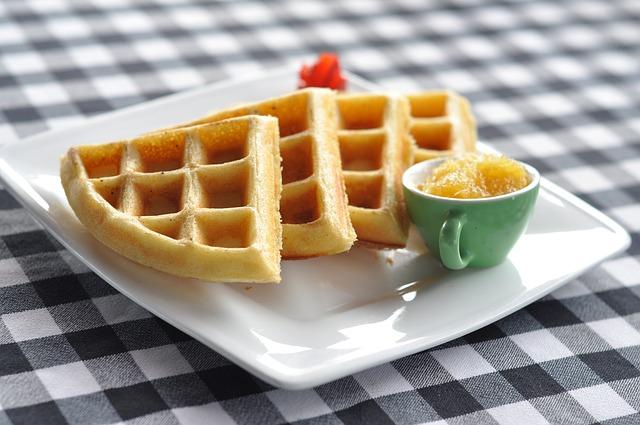 desayuno con waffles