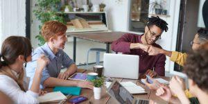 4 estrategias que te ayudarán a controlar los celos que sientes por el éxito laboral de otras personas