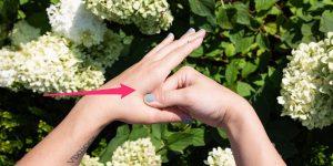3 puntos de presión para las migrañas: una guía para obtener alivio mediante la acupresión