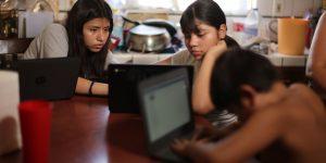 El coronavirus hace visible la desigualdad en el acceso a internet en América Latina, de acuerdo con un reporte de la CEPAL