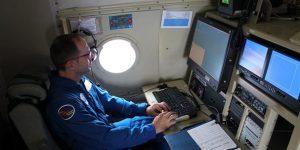 Conoce a los Cazadores de Huracanes: un equipo de pilotos y científicos que vuelan dentro de los huracanes, como Laura, para recopilar datos sobre las tormentas