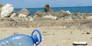 16 productos fabricados a partir del plástico reciclado de los océanos con los que reducir tu impacto en el medio ambiente