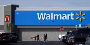 La cadena de supermercados Walmart une fuerzas con Microsoft para comprar TikTok en Estados Unidos
