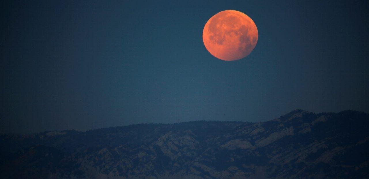 Polvo rojo revela que la Luna se está oxidando | Business Insider Mexico