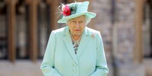 La reina Isabel II se niega a comer hamburguesas con pan y pizza, según su exchef