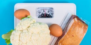 Seguir una dieta baja en carbohidratos podría ser más eficaz para perder peso que reducir las calorías, especialmente para las personas con resistencia a la insulina