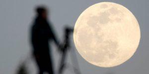 La NASA lanza un plan para comprar recursos extraídos de la Luna por empresas privadas