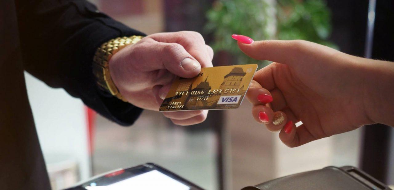 Cosas que conviene pagar con tarjeta de crédito |