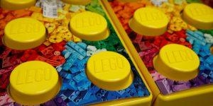 Lego invertirá 400 mdd para fabricar bloques de materiales sostenibles