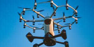 Esta compañía vende vehículos voladores que parecen drones gigantes —cuestan 500,000 dólares y se pueden volar sin una licencia para piloto