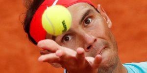"""Los tenistas creen que las pelotas que usan en Roland Garros son tan malas que no se las darían """"ni a un perro para que las muerda"""""""