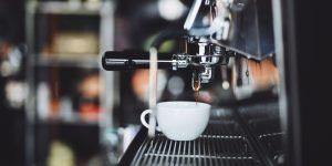 Una cafetera que escupe agua hirviendo hasta que no pagues un rescate: este experimento demuestra los riesgos de ciberseguridad de los dispositivos IoT