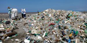 Esta superenzima puede de descomponer botellas de plástico 6 veces más rápido