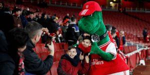 El Arsenal extingue a Gunnersaurus, su mascota con una tradición de 27 años, en un recorte por la pandemia del coronavirus