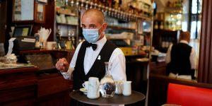 París vuelve a cerrar sus bares, en medio de la «alerta máxima» por un repunte de casos de coronavirus