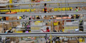 Una filtración revela que Amazon usa un software para impedir que sus empleados formen un sindicato; miembros del Parlamento Europeo exigen explicaciones a Jeff Bezos