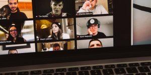 Olores a través de la pantalla e inteligencia artificial para traducir en directo: así ve el CEO de Zoom el futuro de las videollamadas