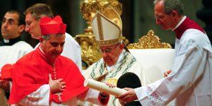 El Vaticano invirtió  donaciones en derivados que apostaban contra la marca de alquiler de coches Hertz —estos fondos eran para pobres y necesitados