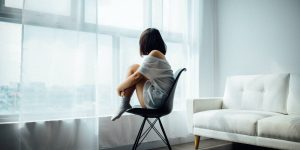 4 formas respaldadas por la ciencia para lidiar con la depresión si perdiste el trabajo y sientes que también perdiste tu sentido de propósito