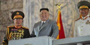 Corea del Norte muestra nuevo misil balístico intercontinental durante desfile militar para conmemorar el 75 aniversario del Partido de los Trabajadores de Corea