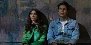 """Lucas Bravo de """"Emily en París"""" entiende por qué la serie obtuvo malas críticas por ser un """"cliché"""""""