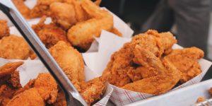 Un científico advierte que los alimentos ultraprocesados como el pan blanco y las hamburguesas podrían dañar el corazón