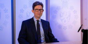 Espías del MI5 protegen las investigaciones para la vacuna contra el Covid-19, según su director
