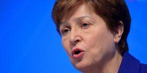 """Se necesitan acciones """"mucho más decisivas"""" para lidiar con la deuda global, advierte directora del FMI"""