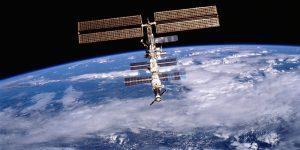 Los miembros de la tripulación de la Estación Espacial Internacional encontraron una fuga de aire  al ver las hojas de té flotar en microgravedad