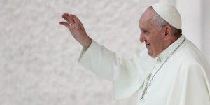 El Papa Francisco dice que leyes de unión civil deberían incluir a parejas del mismo sexo