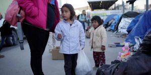 Al menos 545 niños separados de sus familias en la frontera entre México y EU no han localizado a sus padres, informan organizaciones civiles